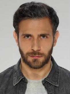 Carlos Ferro es SANTIAGO ALVARADO