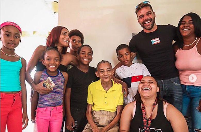 Ricky Martin entrega más de 100 viviendas a damnificados en Puerto Rico
