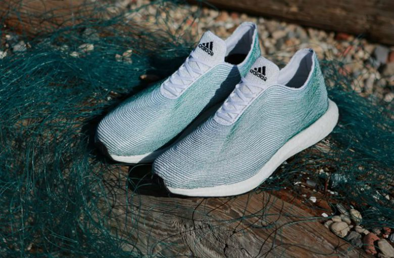 Adidas crea zapatos hechos con desechos plásticos encontrados en el mar