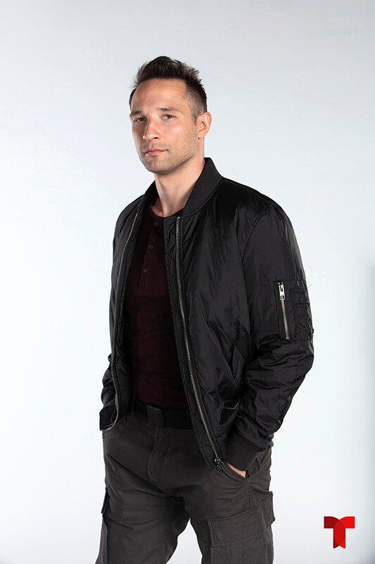 Klemen Novak el Agente Jones de la DEA