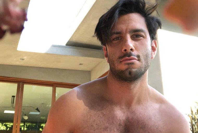 Así el esposo de Ricky Martin transforma orgía gay en arte
