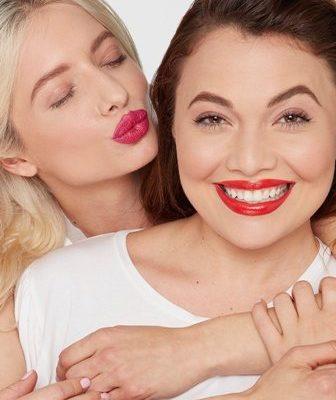 Labios de impacto con el Pillow Lips Lipstick