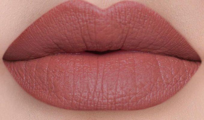 Perfilador de labios marrón, la tendencia de los 90 que ha regresado