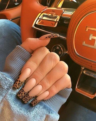 Kylie Jenner y el secreto detrás de sus uñas que ahora todas quieren tener
