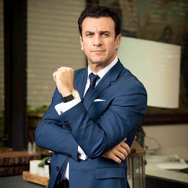 Alejandro Ávila como Ulises Murat El Dragón Netflix reparto elenco y personajes de la serie