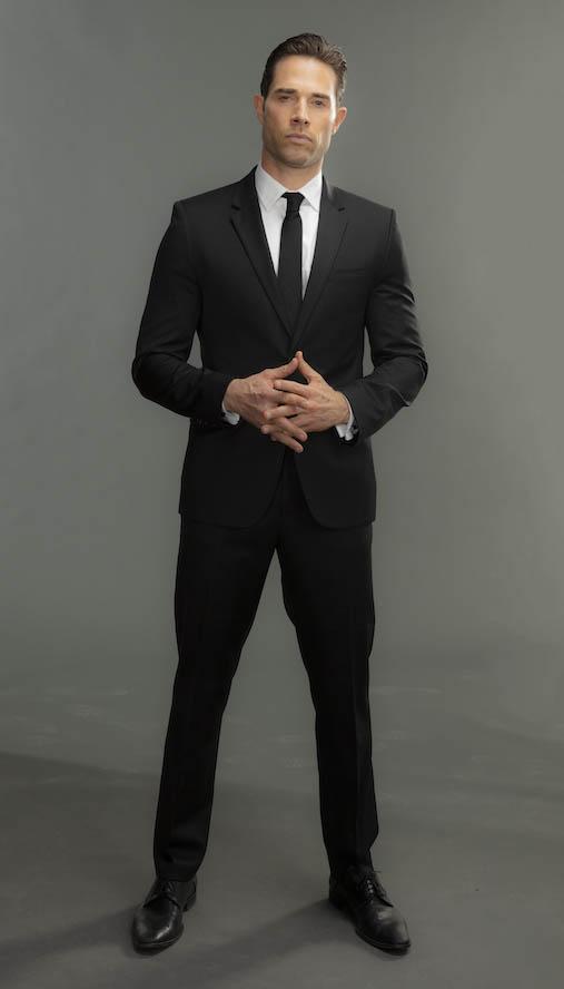 Sebastián Rulli es Miguel en Dragón serie de netflix reparto elenco personajes