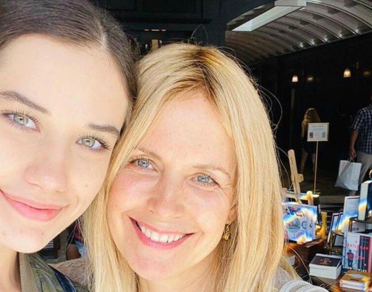 Ella Travola y su madre
