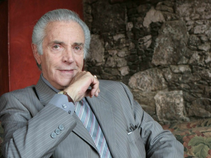Julio Alemán es Ernesto Galeana  en Soy Tu Dueña
