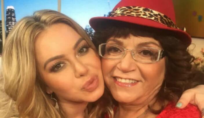 Chiquis y su abuela