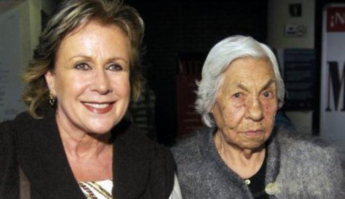 Laura Zapata informó que su abuela Eva Mange tuvo que ser hospitalizada de emergencia tras complicaciones de salud.